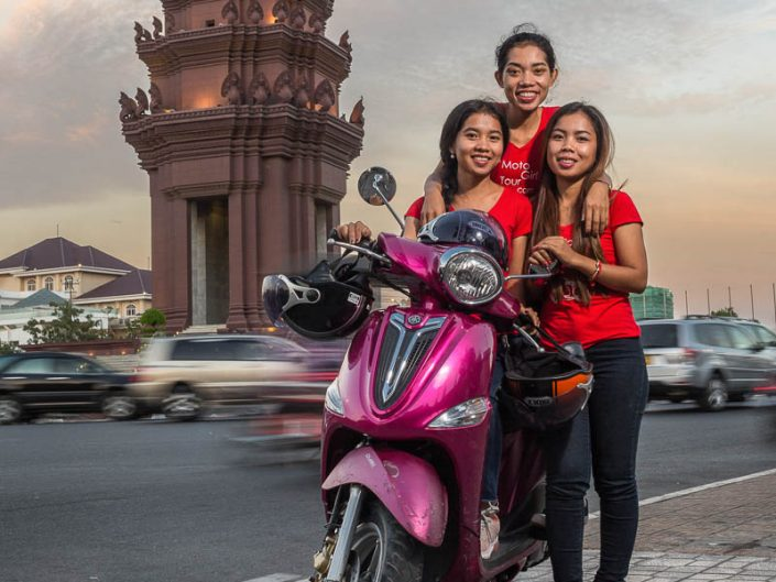 Moto Tour Girls